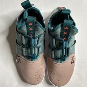 Nike Women's Free RN Size 8.5